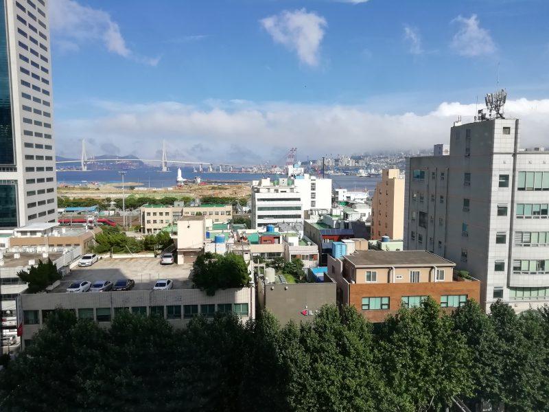 東横イン釜山駅2窓からの景色